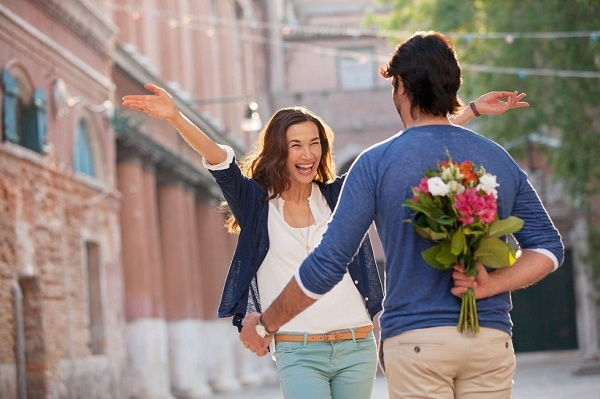 This Is The Main Reason Why Small Romantic Gestures Matter   Anastasia Date